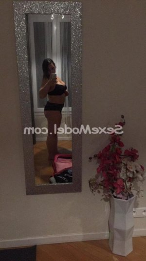 Florita lovesita massage tantrique escorte girl à Ambérieu-en-Bugey